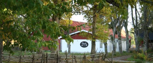 Mejeriet ligger precis utmed vägen mellan Nybro och Kristvallabrunn.